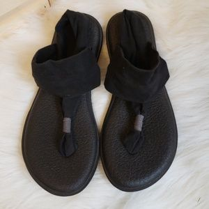 Sanuk Black Yoga Sandals